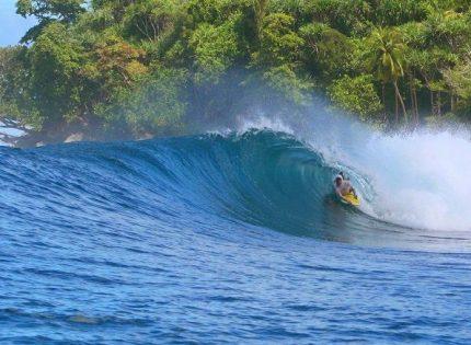 Keistimewaan Ombak Pantai Sorake Pulau Nias