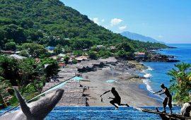 Lamarera Desa Pemburu Paus di Pulau Lembata