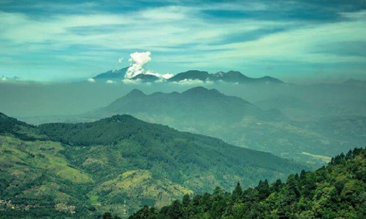 Menikmati Keindahan Alam Dari Puncak Gunung Kerenceng