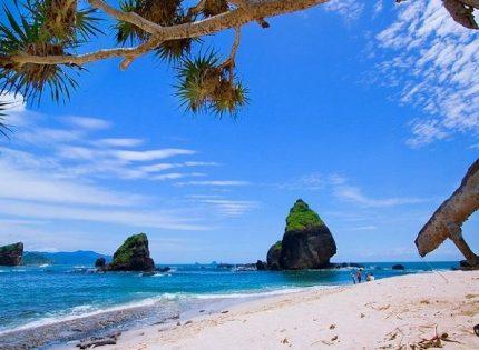5 Pantai Terindah di Jawa Timur yang Jarang Dikunjungi