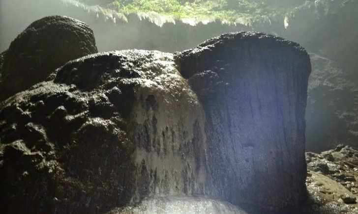Batu Goa Jombalng